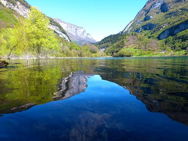 tenno-lake-383309_640